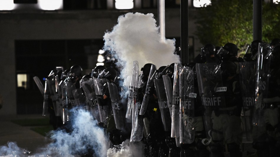 Se intensifican protestas por un nuevo caso de hombre afroamericano baleado por la policía