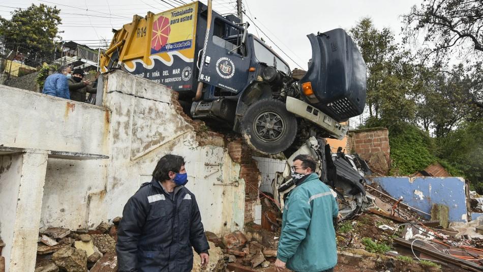 Camión protagoniza grave accidente en Viña del Mar.