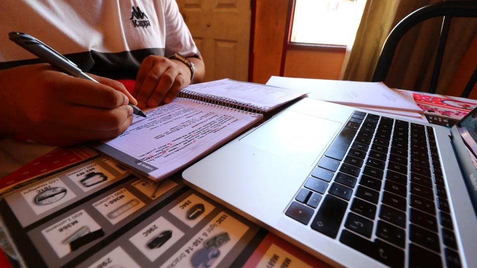 Proyecto prohíbe regreso a clases presenciales en 2020 y propone régimen semipresencial en 2021