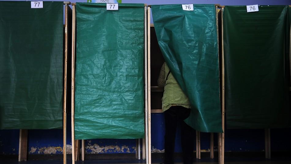 Cadem y Plebiscito: 63% cree que contagiados con Covid deben tener voto anticipado