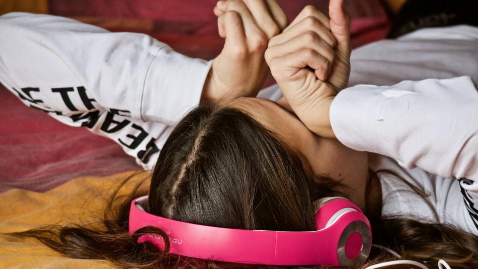 Realidad virtual mejoraría la calidad del sueño en los adolescentes según estudio