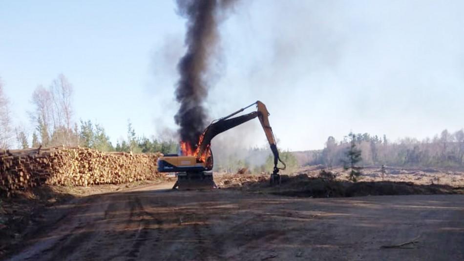 Ataque incendiario deja seis máquinas forestales y tres camionetas destruidas en Mulchén