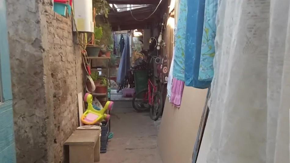 Hacinados: Situación crítica en ocho comunas de Santiago