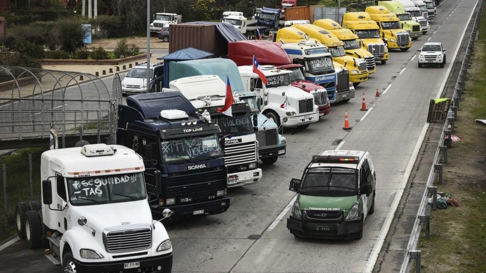 Paro de Camioneros causa problemas en San Antonio.