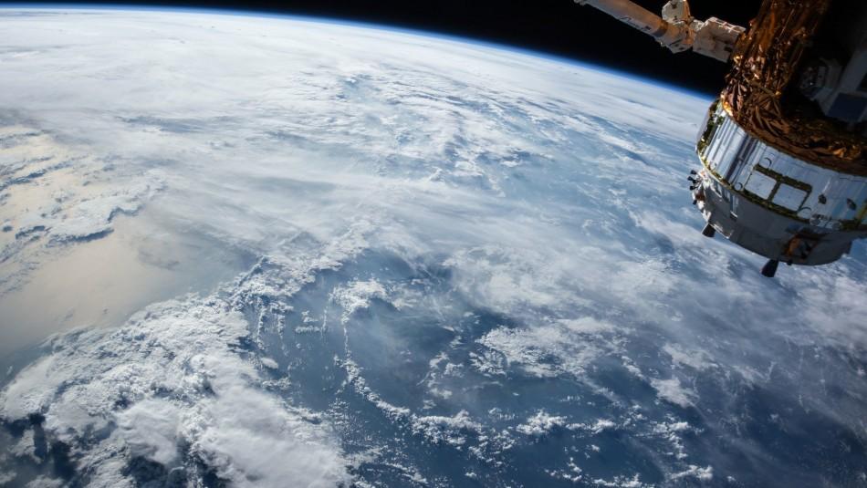 La Nasa alerta que dos antiguos satélites artificiales están cayendo hacia la Tierra
