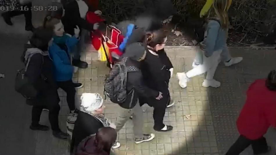 Video muestra el actuar de banda dedicada al robo por sorpresa en estaciones de Metro