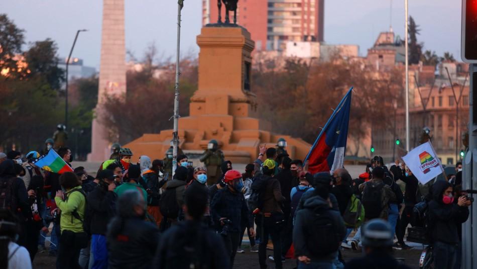 Incidentes en Plaza Italia: Carabineros usa carro lanza agua para dispersar a manifestantes