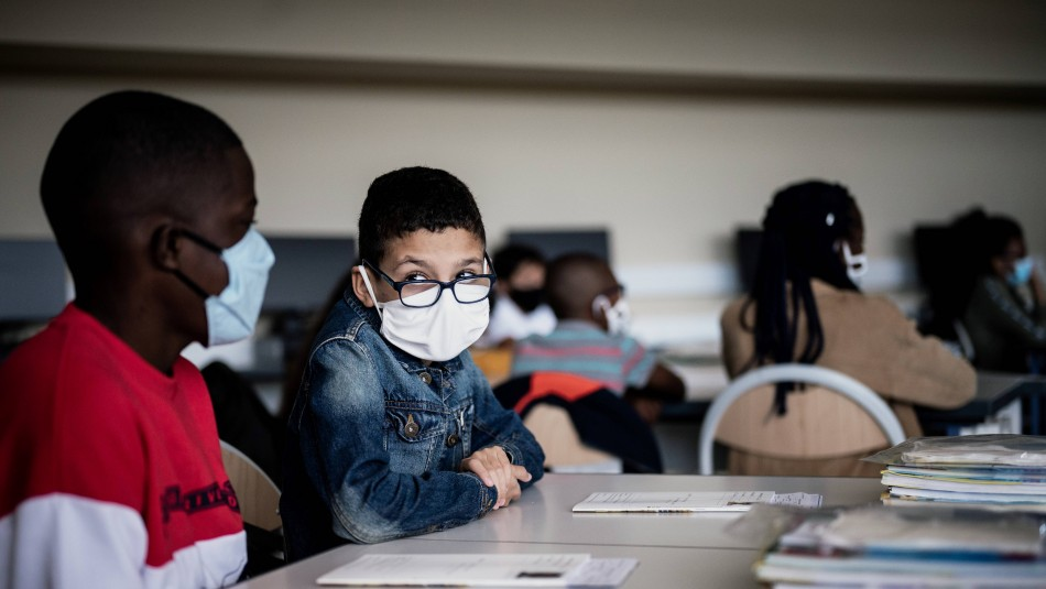 Francia cierra 22 escuelas y cancela un centenar de clases por casos de coronavirus