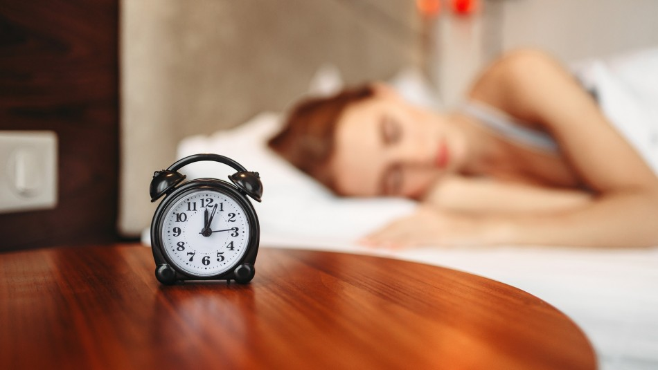 Cambio de hora: Especialista entrega recomendaciones para poder conciliar el sueño