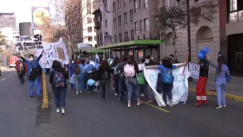 Funcionarios de la salud realizan manifestación en Plaza Italia