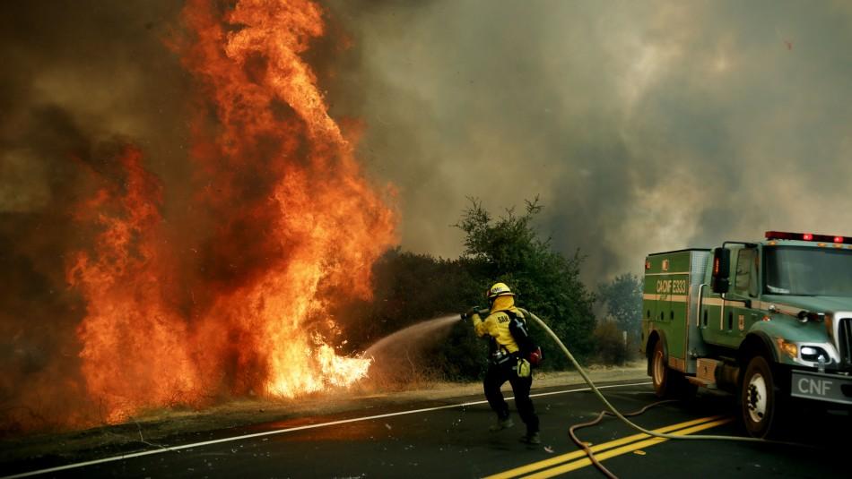 Helicópteros militares evacuaron a 200 personas por incendio forestal en Estados Unidos