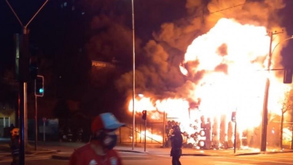 Violento incendio estructural afecta a vulcanización en Concepción