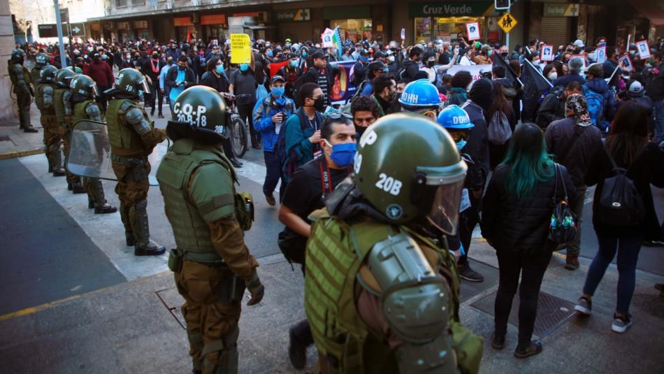 A 47 años del golpe militar: Marcha se dirige al Cementerio General de Santiago