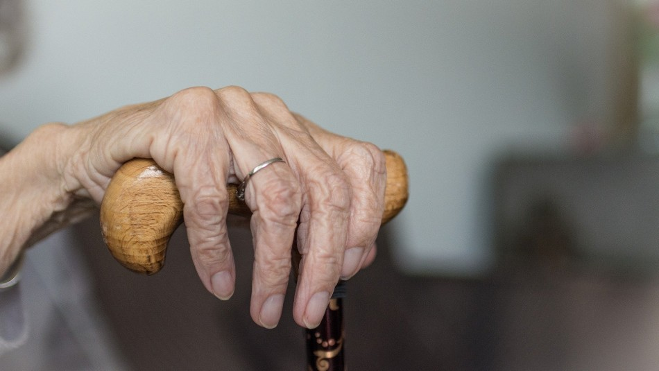 Mantuvo en secreto la muerte de su patrona para quedarse con la casa y el seguro de vida