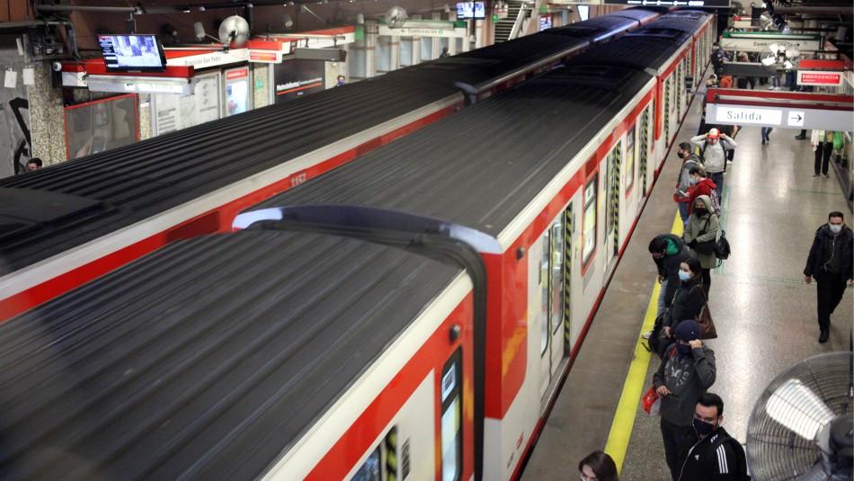 Metro suspende servicio en estación Baquedano debido a manifestaciones