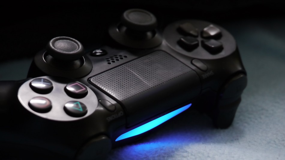 Este es el ícono que identificará a los juegos de PS4 con actualización gratis a versión de PS5