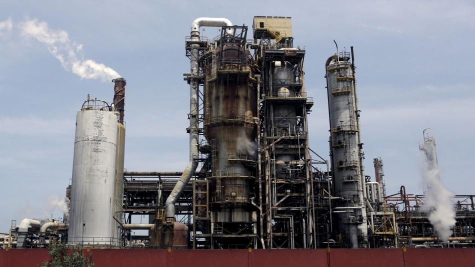 Derrame de hidrocarburos afecta costas de Venezuela tras filtración en conducto