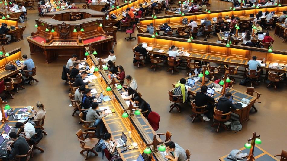 Pena de cárcel para un estudiante por filtrar respuestas de un examen en Argelia