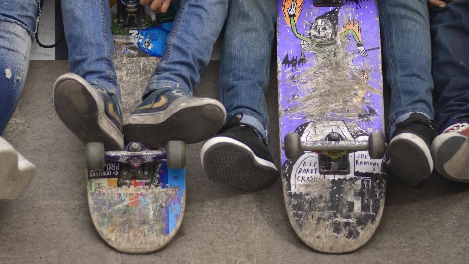 Skaters agredieron con tablas a conserje y guardia municipal: Tres jóvenes fueron detenidos