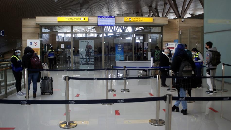 Carriel Sur cierra dos horas: Pasajero esperaba vuelo y se entera por mail que tenía coronavirus