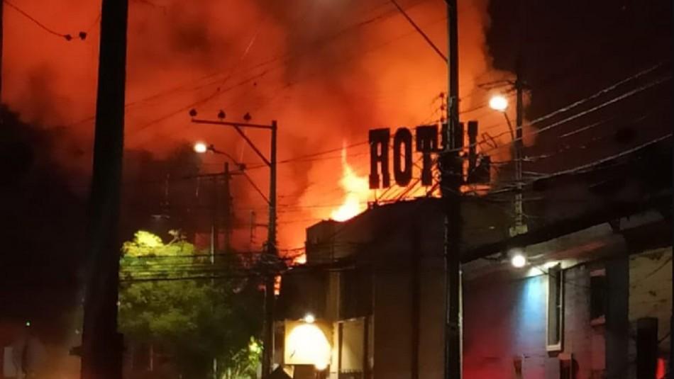 Violento incendio estructural afecta a viviendas en Iquique