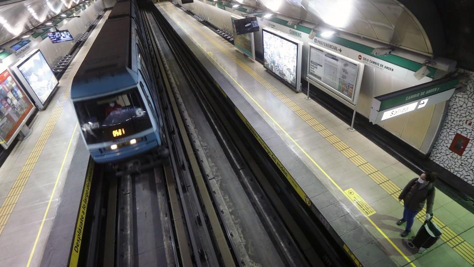 Metro anuncia horarios especiales en Fiestas Patrias.