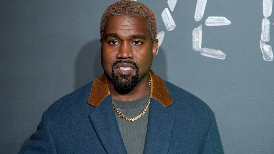 Kanye West orina un Grammy y amenaza con no lanzar más música en nuevo arranque en Twitter