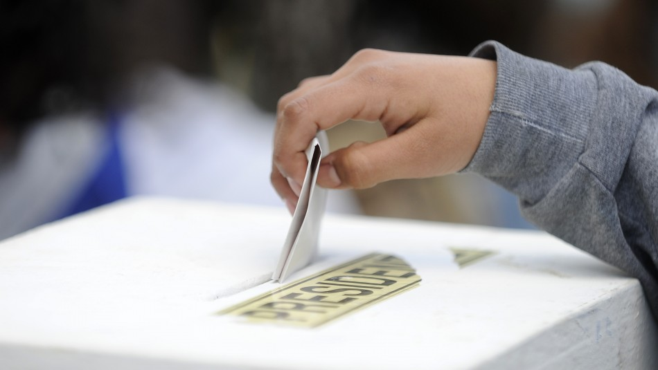 Proyecto de ley busca derecho a voto a los 16 años.