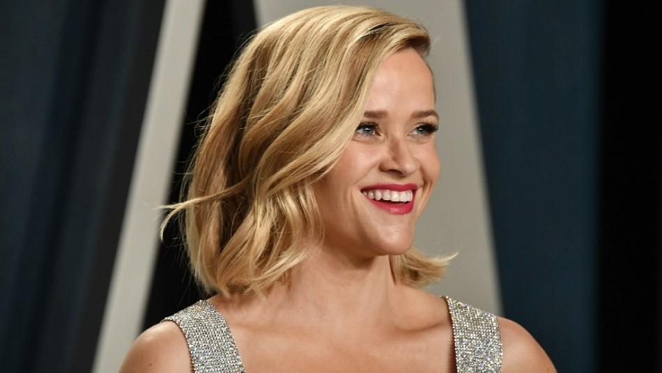 Reese Witherspoon y su look con vestido Louis Vuitton para ver los Emmy desde casa