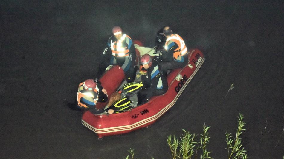 Dos jóvenes están desaparecidos tras volcar su vehículo en lago de Puerto Aysén