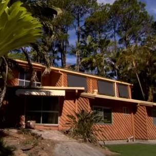 Pareja paga medio millón de dólares por una casa y a los pocos meses deben destruirla
