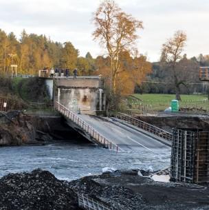 Contraloría ordena sumario en el MOP por irregularidades en estado de 6.772 puentes