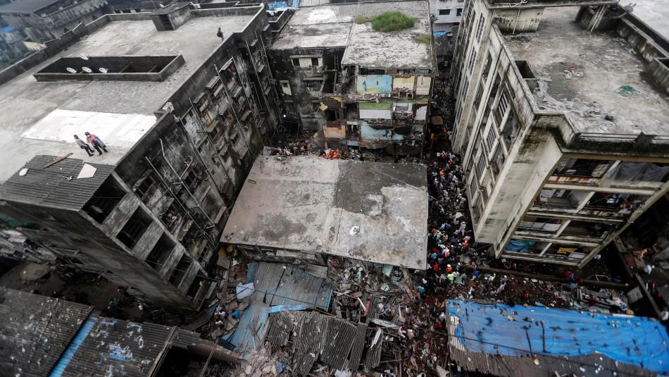 10 muertos y 11 rescatados tras derrumbe de un edifico en India