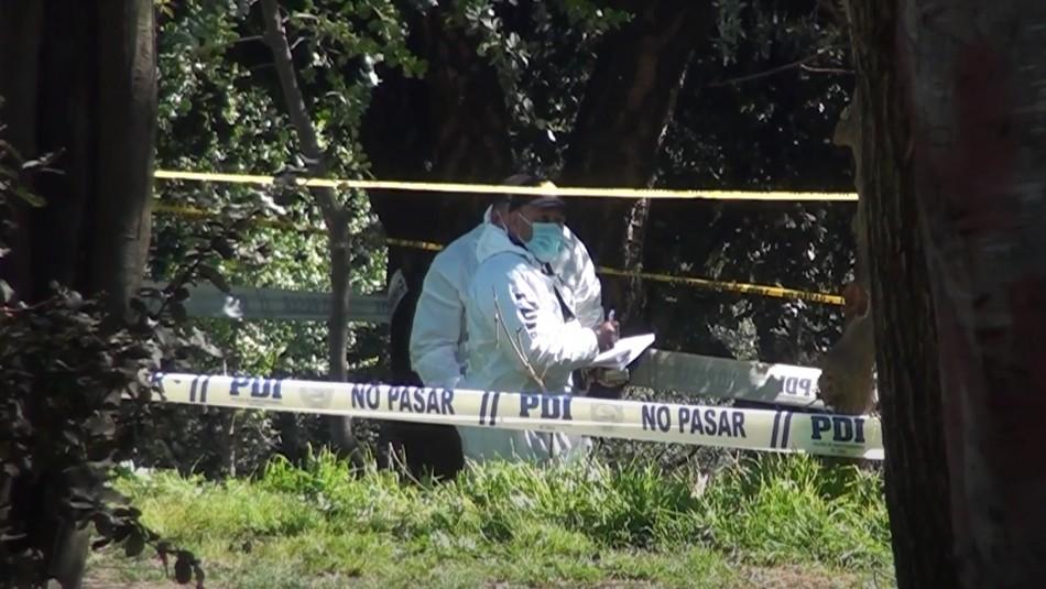 Hallan cuerpo de una mujer en cerro de Curicó: Investigan lesiones