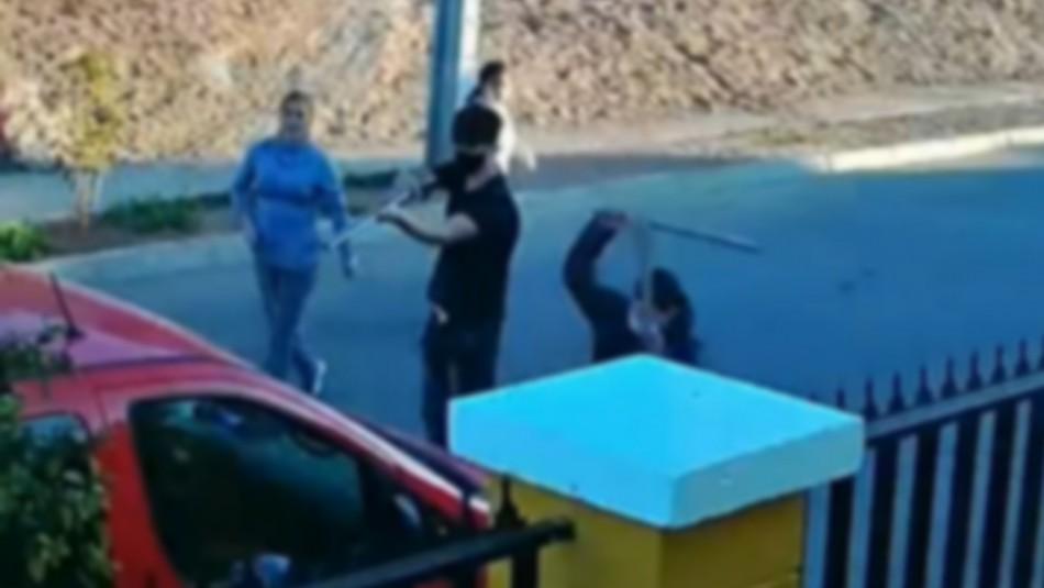 Con escopetas y fierros: Cámaras grabaron violento ataque a vehículo en Ovalle