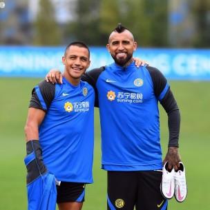 Abrazados y sonrientes: Así fue el reencuentro de Arturo Vidal y Alexis Sánchez en Inter