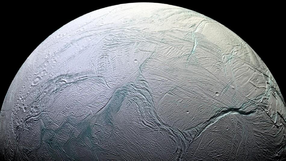 NASA publica imágenes infrarrojas que revelan existencia de hielo en un satélite de Saturno