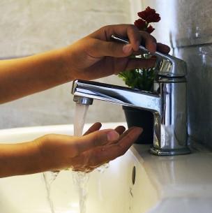 Anuncian rebaja en cuentas de agua para cuatro regiones del país