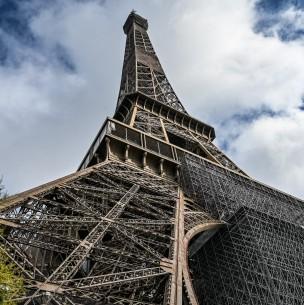 Evacuan la Torre Eiffel por presunto aviso de bomba