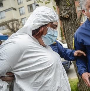 Así fue la llegada de la madre de Ámbar Cornejo al cuartel de la PDI en Viña del Mar