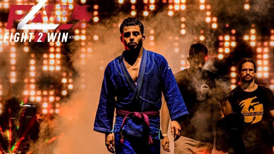 Nicolás Ponce, el chileno campeón de luchas cazadas.