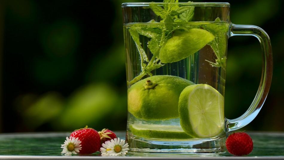 ¿Funciona?: Mira los mitos y verdades de tomar agua de limón en ayunas