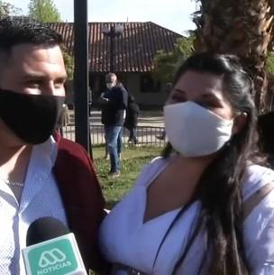 Puente Alto en Transición: Pareja llega para casarse en el Registro Civil tras un mes de espera