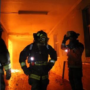 Gran incendio afecta a locales comerciales en Recoleta: Presenta peligro de propagación