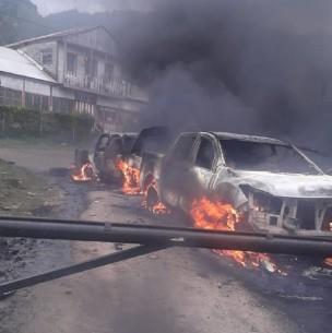 Ataque incendiario deja dos vehículos policiales quemados en la región del Biobío