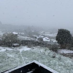 Inusual nieve se  registra en Chiloé: Usuarios suben imágenes del bello fenómeno