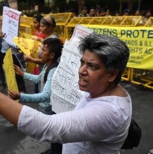 Indignación en India por violación grupal y asesinato de joven de casta vulnerable