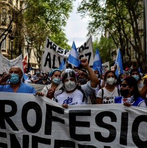 Enfermeros de Argentina marchan por aumento salarial en plena pandemia de coronavirus