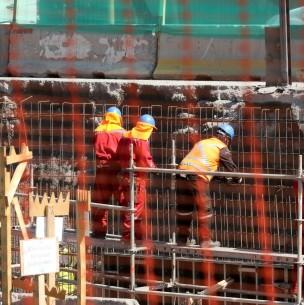 Economía chilena sigue a la baja: Cae 11,3% en agosto afectando servicios y construcción