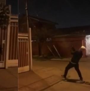 Violenta amenaza: Lanzan corona de flores en casa de Lo Espejo y se efectúan disparos
